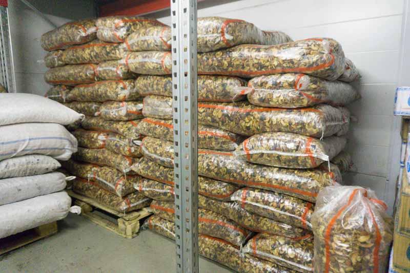 Где хранятся орехи и сухофрукты, закупаемые для ваших заказов? 9